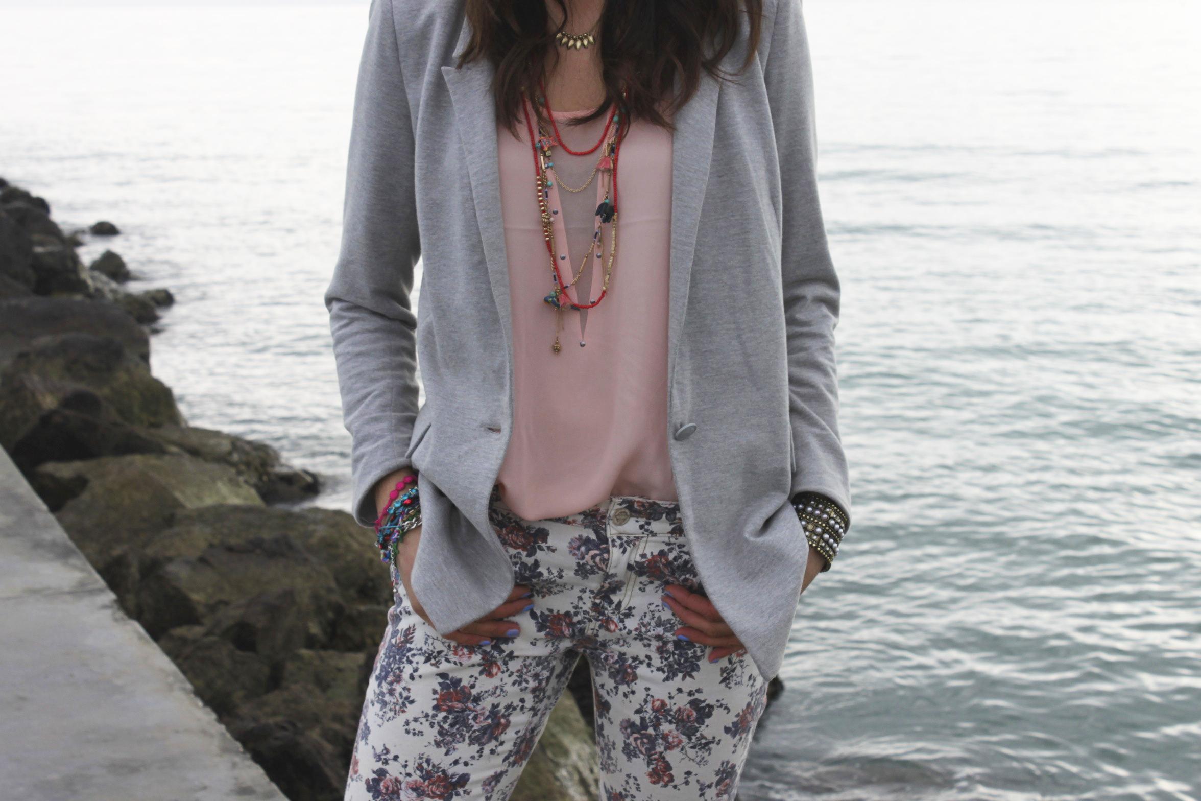 outfit_greyjacket_print_pants3