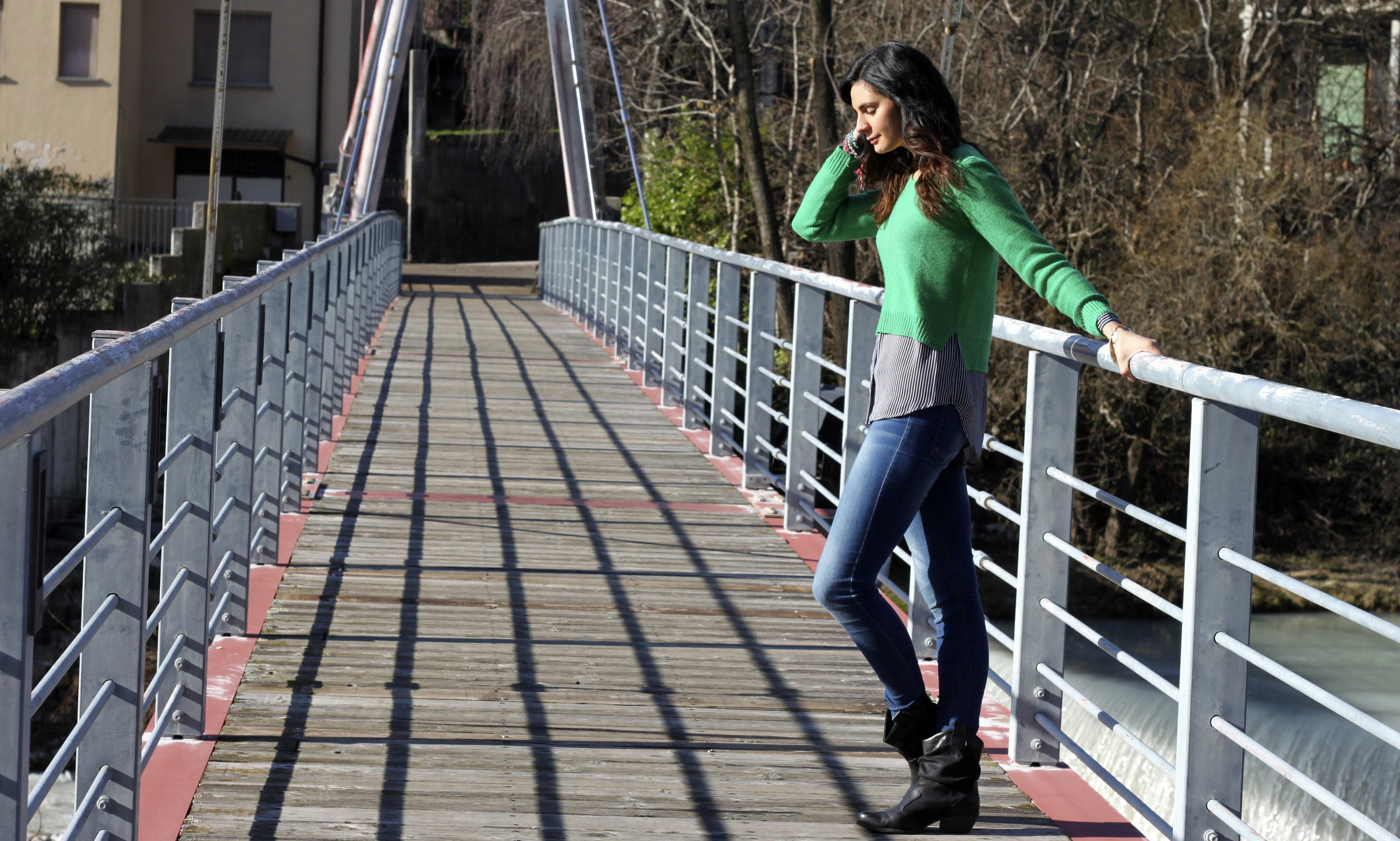 OUTFIT OF THE DAY: CAPPOTTO CON MANICHE A CAMPANA, JUMPER VERDE E BLUSA A RIGHE