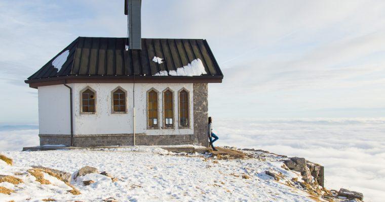 La nostra camminata ad anello sul monte Matajur sopra un mare di nuvole